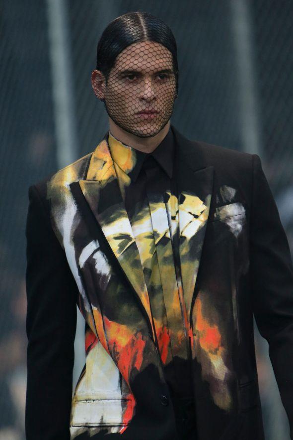 Givenchy @ Paris-Prêt-à-Porter FW14 01